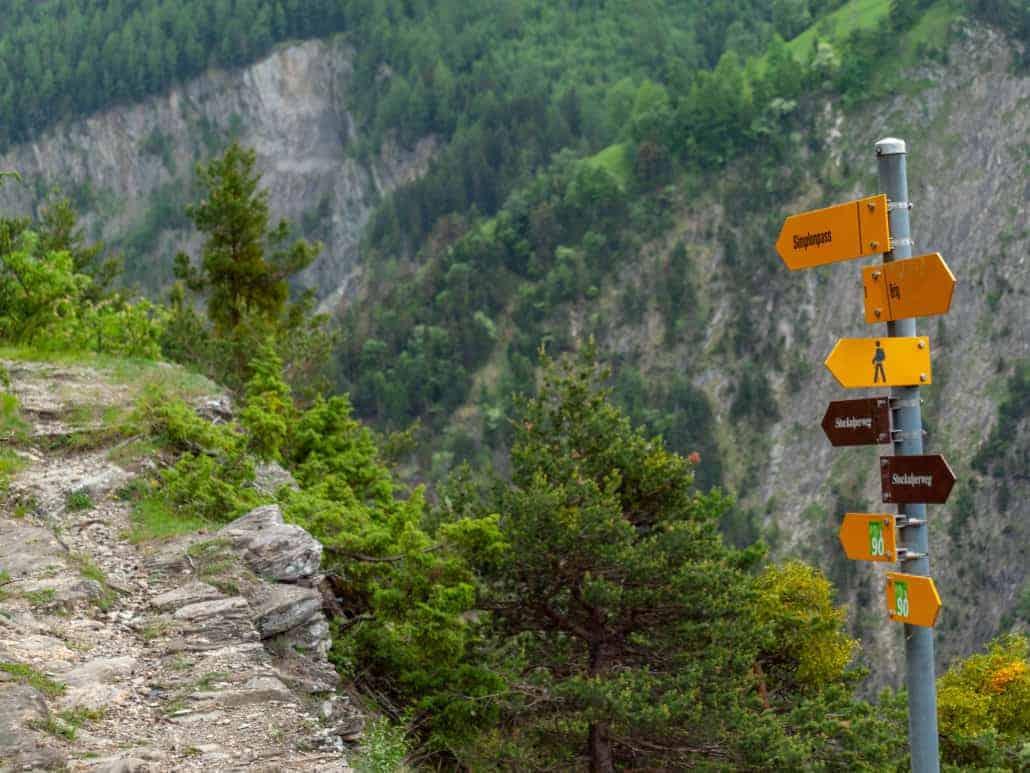 Stockalperweg Wegweiser Wandern Wanderweg ViaStockalper bei Ried-Brig